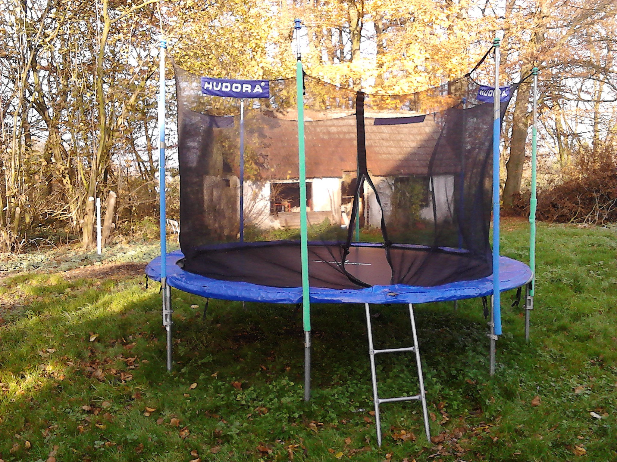 trampolin test 2018 die besten trampoline im vergleich. Black Bedroom Furniture Sets. Home Design Ideas