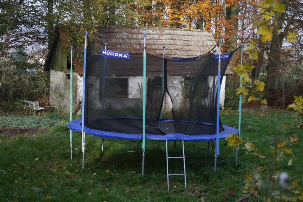 trampolin kaufen g nstig gemacht schn ppchen machen im winter. Black Bedroom Furniture Sets. Home Design Ideas