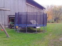 Ein riesiges Gartentrampolin